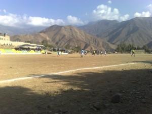 Ein einfacher Fusballplatz ohne Rasen