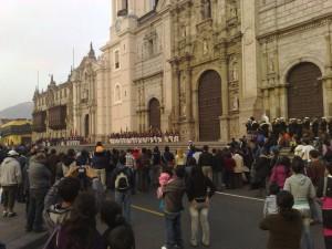 Wachwechsel der Palastwächter vor der Kathedrale in Lima